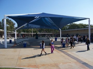 Corona del Mar High School