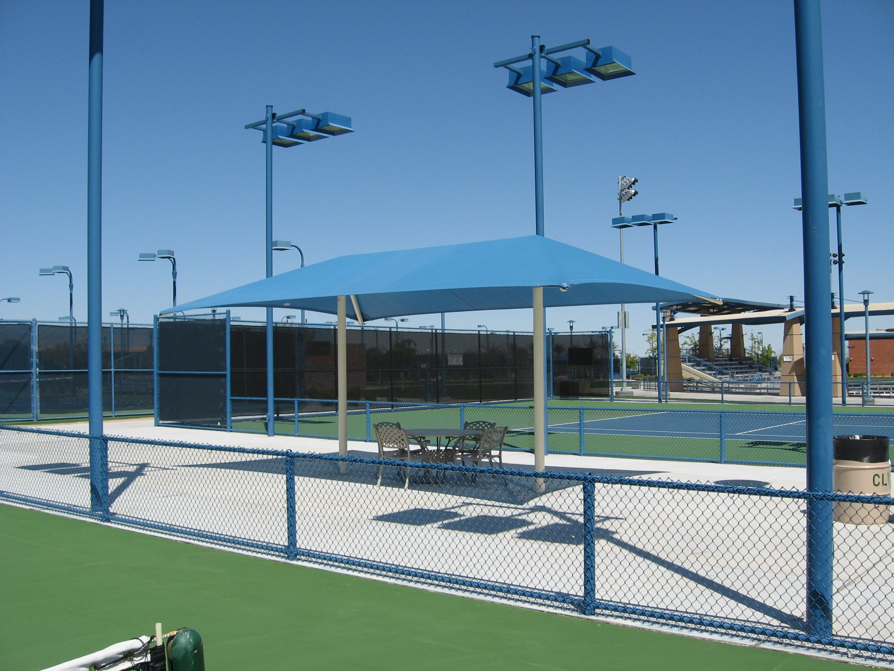 Darling Tennis Center- Two-Post Hip