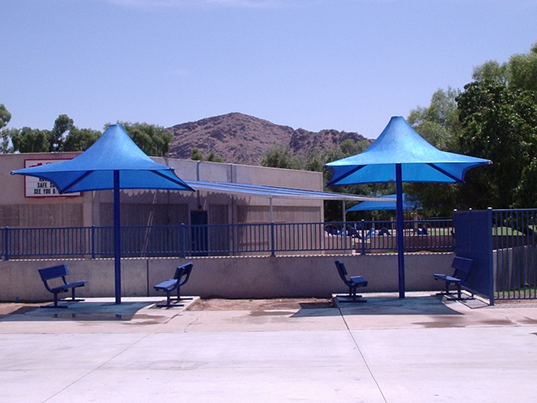 cherokee_elementary_school_single_post_lifeguard_shade_structure